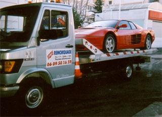 Transport de véhicule sur camion plateau coulissant basculant